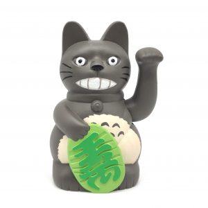 maneki neko pintado a mano como Totoro