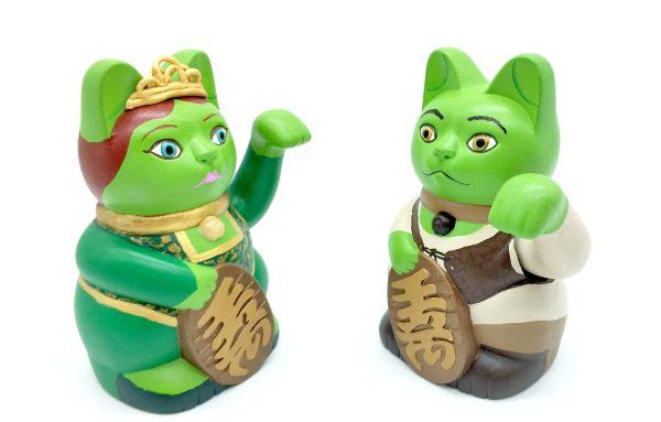 Kiborineko, gato de la suerte caracterizado como Shrek y Fiona