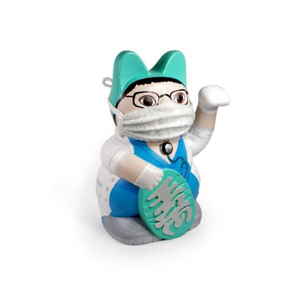 Kiborineko, gato de la suerte caracterizado como Sanitario
